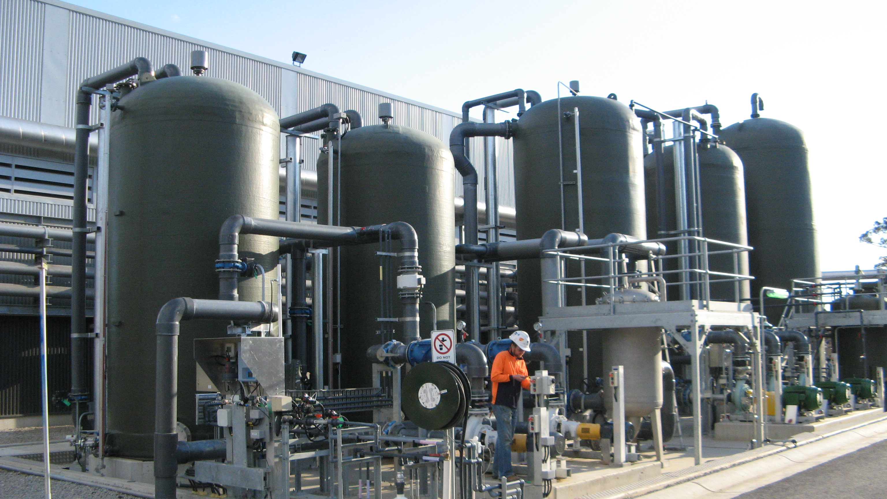 FRP Chemical Storage Tanks | Plastic Chemical Tanks Manufacturers